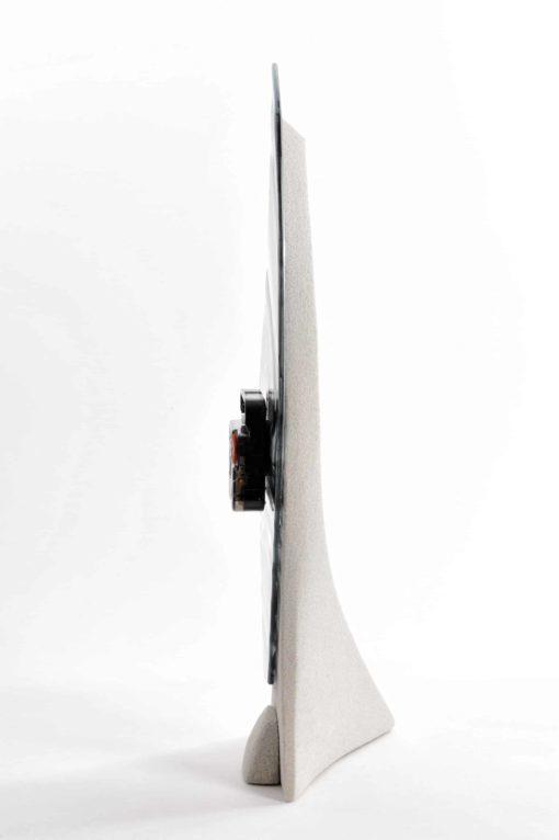 Tischuhr Seitenansicht von rechts